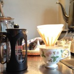 美味しいコーヒーの器具はどっちだ、対決!ペーパードリップVSフレンチプレス