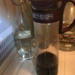 アイスコーヒーは淹れて直ぐ飲むべきか、寝かすべきか